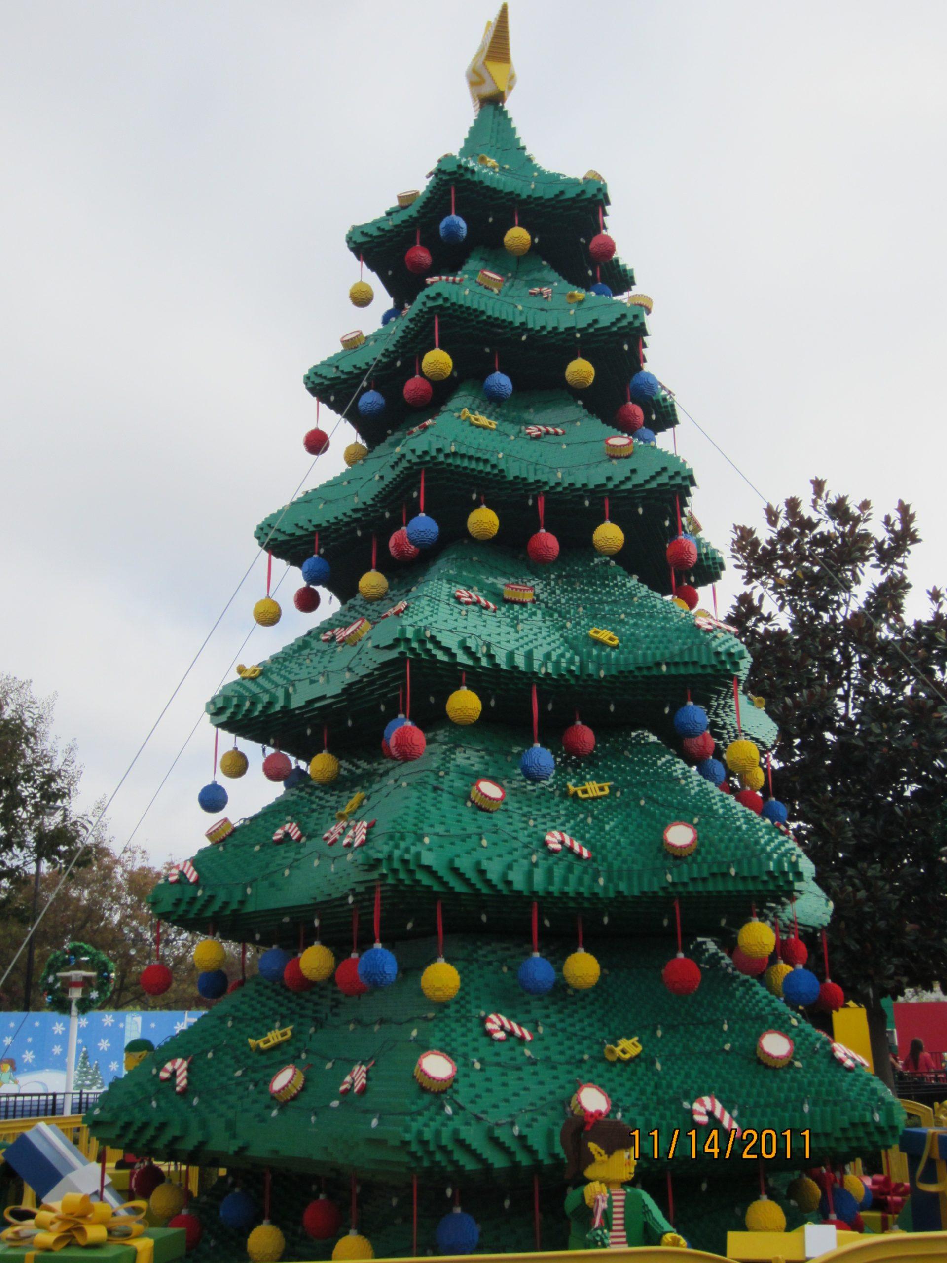 11-14-2011 Lego Christmas Tree « NutBugs